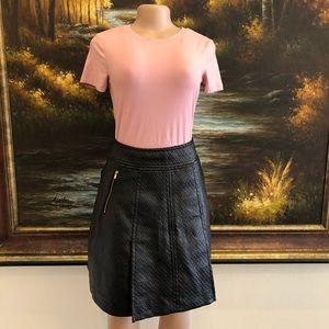 3/$25☀️Banana Republic Faux Leather Black Skirt